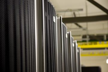 Intel работает над новой системой охлаждения ЦОД