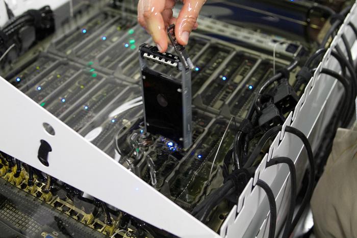 Охлаждение серверов Green Revolution Cooling