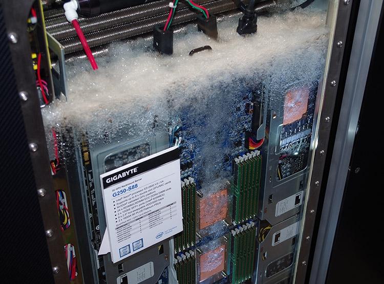 Gigabyte продемонстрировали сервер G250-S88 с двухфазным жидкостным охлаждением