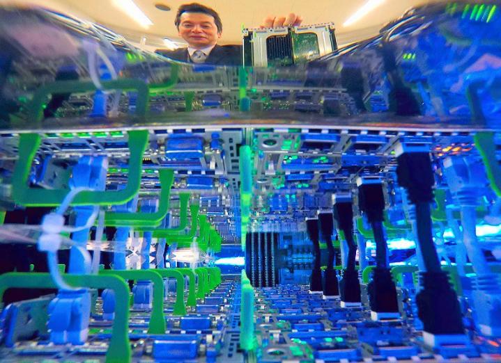 Fujitsu разрабатывает технологию иммерсионного охлаждения серверов